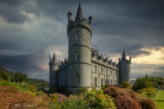 een rechthoekig fort bij het Schotse havenplaatsje Inveraray. Het kasteel aan de oevers van Loch Fyne in de Schotse regio Argyll. Sinds de 17e eeuw is het in het bezit van de hertogen van Argyll. Het gebouw is in neogotische stijl opgetrokken en heeft vier kegelvormige torens.
