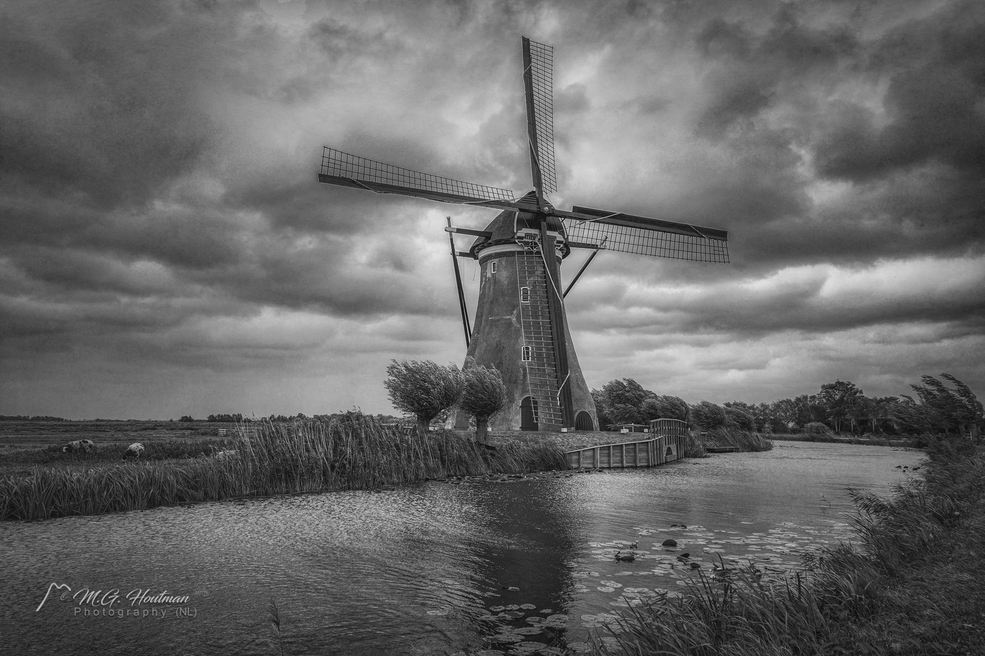 Boezemmolen No. 6 is een windmolen in Haastrecht in de Nederlandse provincie Zuid-Holland. Het is een ronde stenen molen met een uitgesproken klokvorm. Met een vlucht van meer dan dertig meter is dit de molen met de grootste vlucht van Nederland.