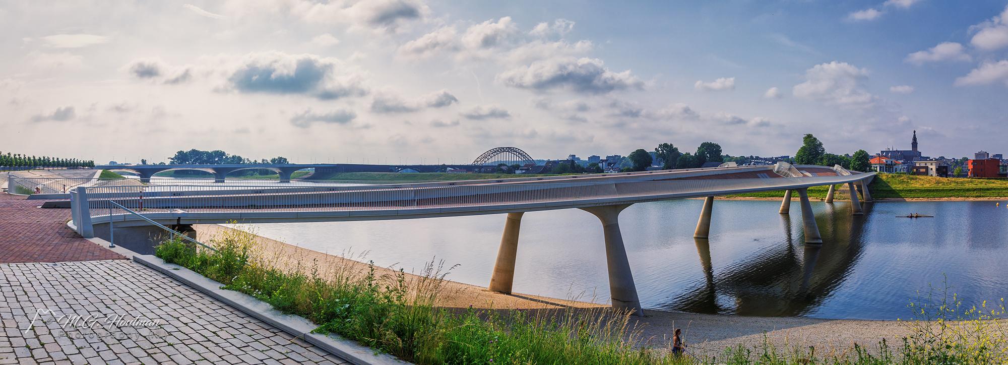 De Lentloper en Waalbrug - Nijmegen (NL)