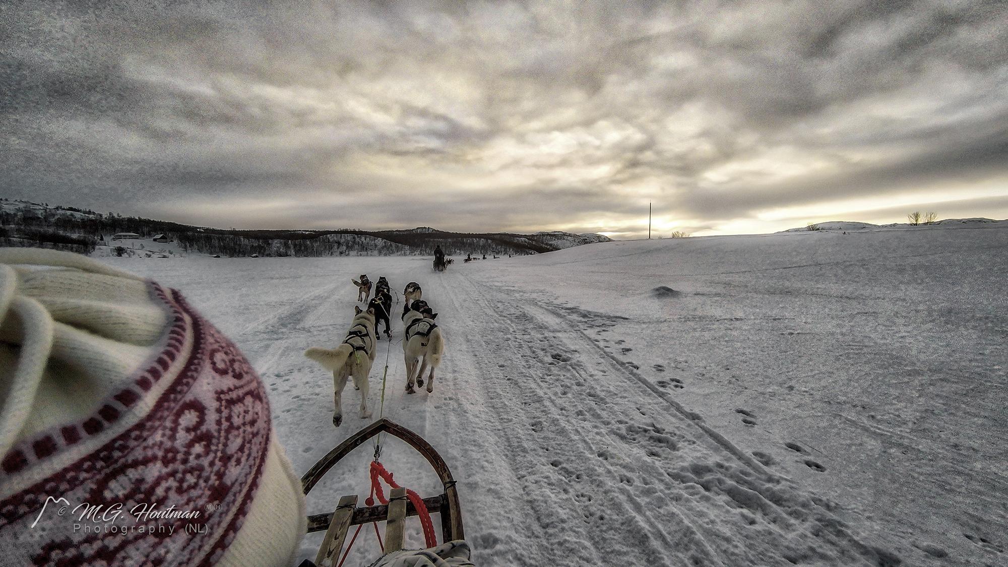 Sleetje rijden op bevroren meer in Kirkeness