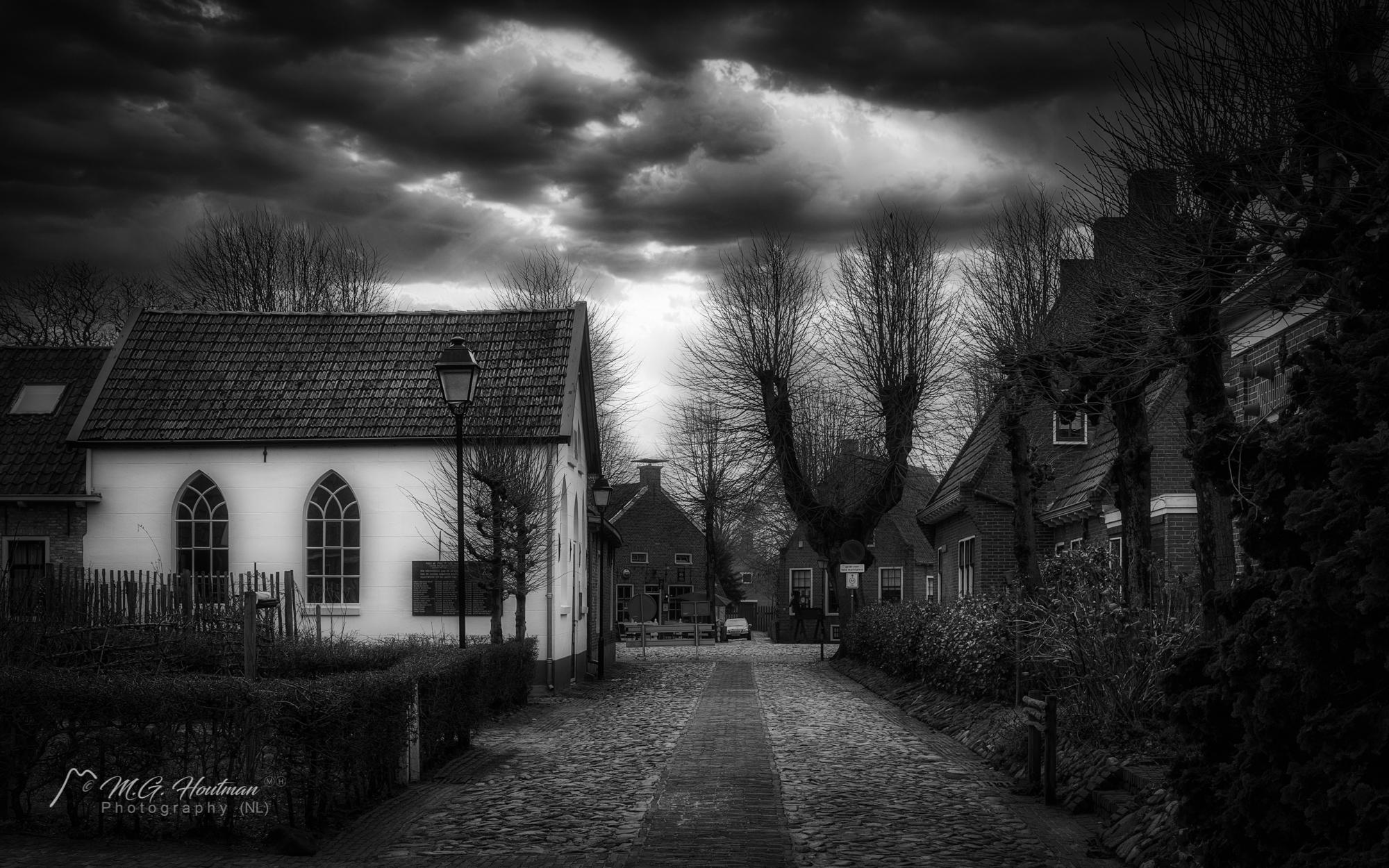 Bourtange is een vestingdorp in de provincie Groningen, dat tijdens de Nederlandse Opstand is aangelegd. Bourtange ligt in de gemeente Vlagtwedde, in de streek Westerwolde. Het is een beschermd dorpsgezicht.Wikipedia