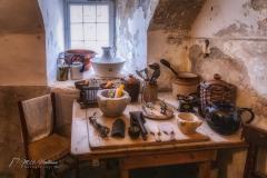 Al vanaf de late middeleeuwen stond hier een kasteel in het bezit van de earls van Mar. Het verving het 11e-eeuwse Kindrochit Castle, vlak in de buurt. Braemar Castle werd voor het eerst, in 1628, van een toren voorzien door een zoon van John Erskine. Het speelde een rol tijdens de opstand van de Jacobieten tijdens de 18e eeuw en was vervallen tot ruïne in 1748.  Ten tijde van de regering van koningin Victoria was het kasteel de verblijfplaats van de laird van de clan Farquharson. Hij ontving koningin Victoria in het kasteel tijdens een van de Braemar gatherings.