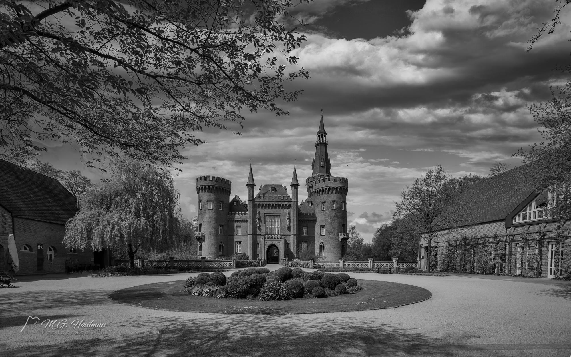 een neogotisch kasteel in de gemeente Bedburg-Hau nabij Kleef in Duitsland. Het ligt in het dorp Till-Moyland.